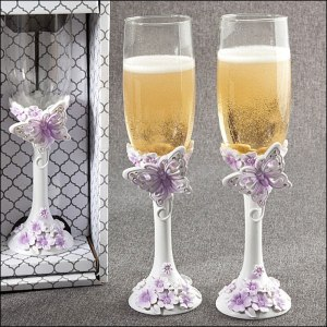 white-and-lilac-toasting-flutes
